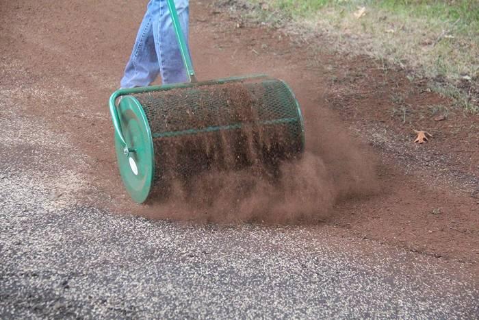 Landzie Compost Spreader Rolling