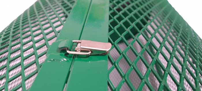 Landzie 44 inch compost spreader clip closeup